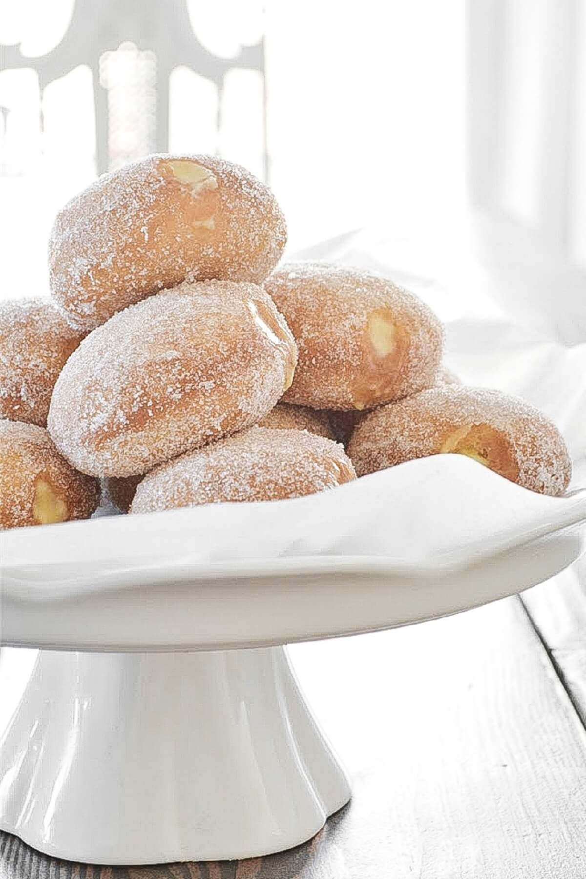 Doughnuts filled with champagne custard, coated in sugar.