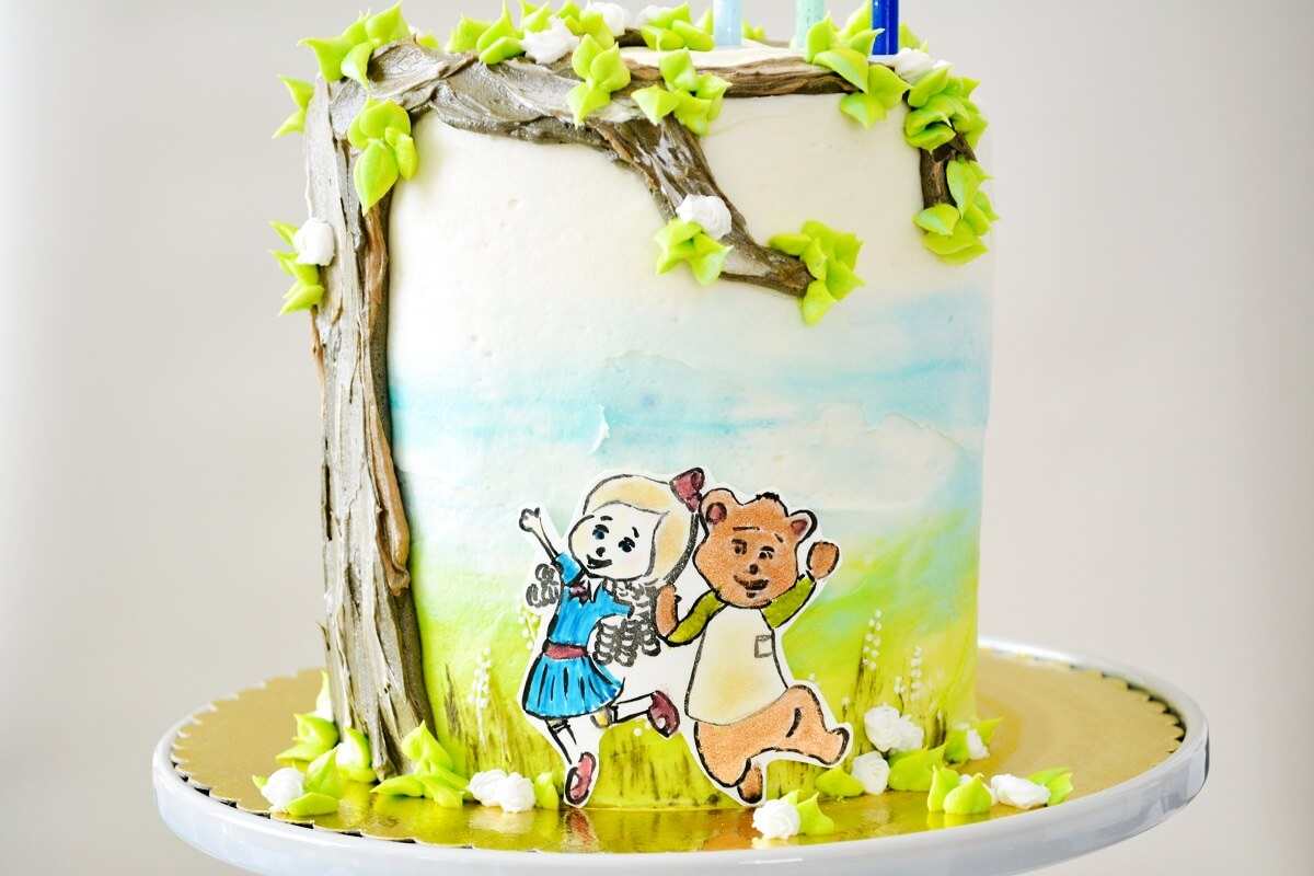 A Goldie and Bear birthday cake.